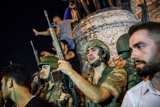 Ein Militärputsch erschüttert die Türkei