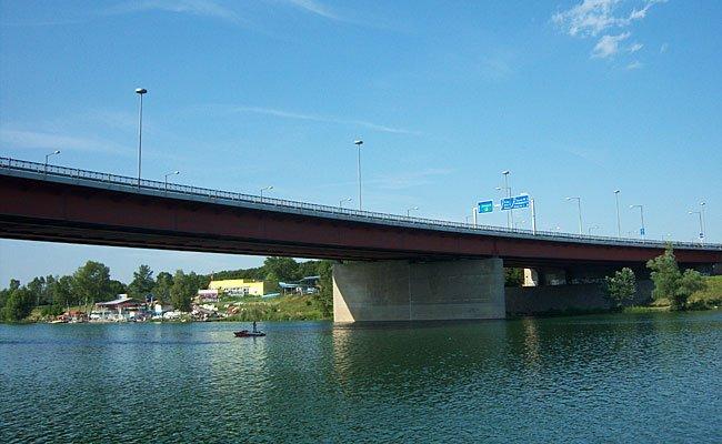 Die Frau fiel von der Brigittenauer Brücke ins Wasser