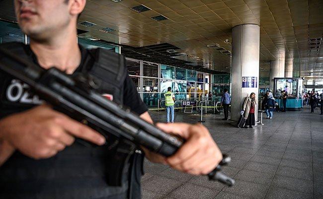 Polizeiaufgebot am Atatürk-Flughafen, wo sich der Anschlag ereignete