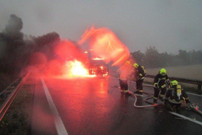 Einsatz beim Brand des Busses
