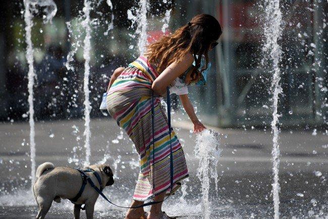 Der Wochenbeginn in Österreich war hochsommerlich heiß - nicht nur in Wien suchte man Abkühlung