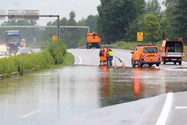 Die heftigen Regenfälle der letzten Tage haben in Oberösterreich zu Sperren auf der A1 geführt.