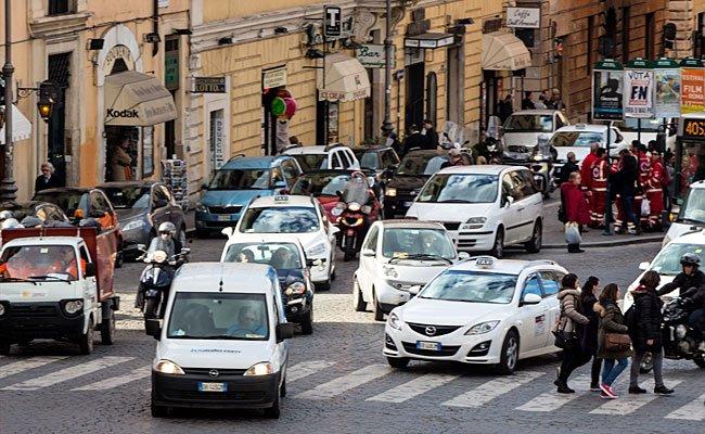 Wer mit dem Auto nach Italien fährt, sollte einiges beachten