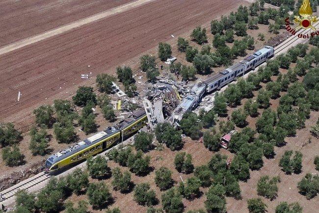Mehrere Tote bei einem Zugunglück in Süditalien.