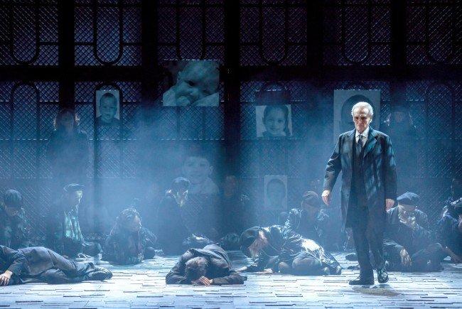 """Startenor Jose Carreras in der für ihn maßgeschneiderten Rolle in der Oper """"El Juez"""""""