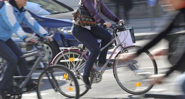 Ein 35-jähriger Radfahrer kollidierte mit einem PKW in einer Einbahn