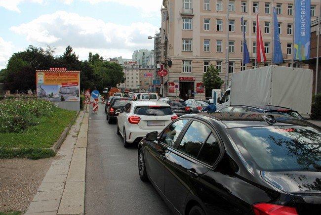 Stau auf der Zweierlinie legt eine der wichtigsten Verkehrsverbindungen Wiens lahm