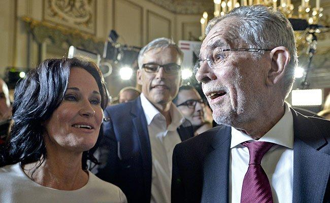 Grünen-Chefin Eva Glawischnig und Präsidentschaftskandidat Alexander Van der Bellen (R), über den Gerüchte verbreitet werden