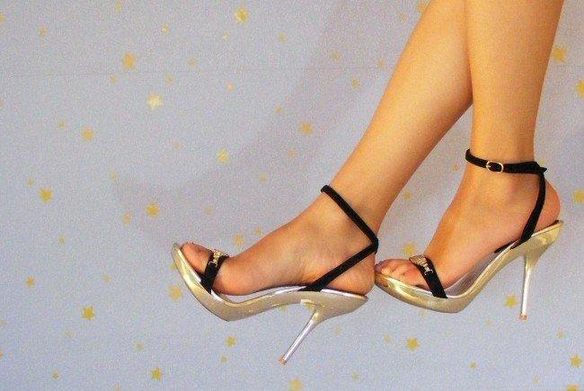 Schmerzende Füße in High Heels vermeiden: Wichtige Tipps vom Experten.