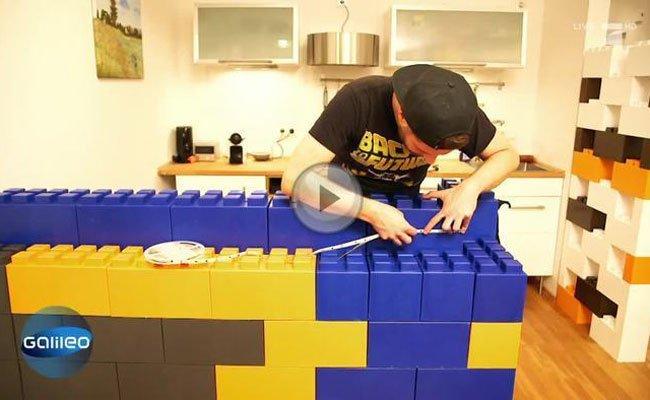 Die bunten Legosteine sollen unser Wohnzimmer aufpeppen.