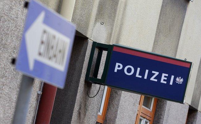Erhöhtes Polizeiaufgebot vor dem EL-Quali-Heimspiel der Austria gegen Trnava.