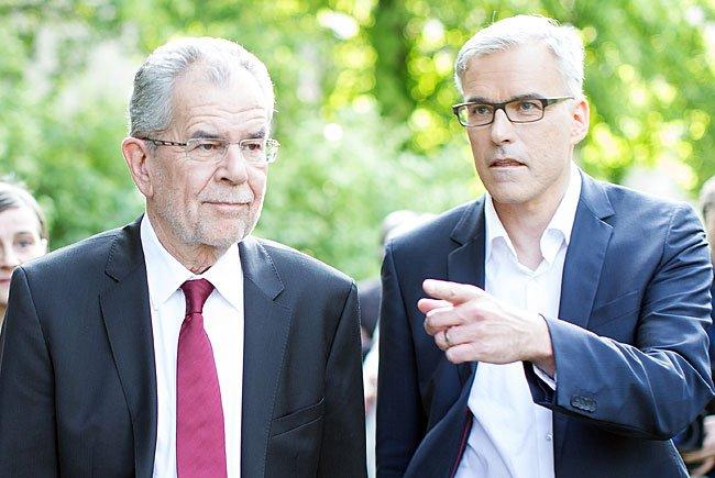Alexander Van der Bellen und sein Wahlkampfleiter Lothar Lockl (R)