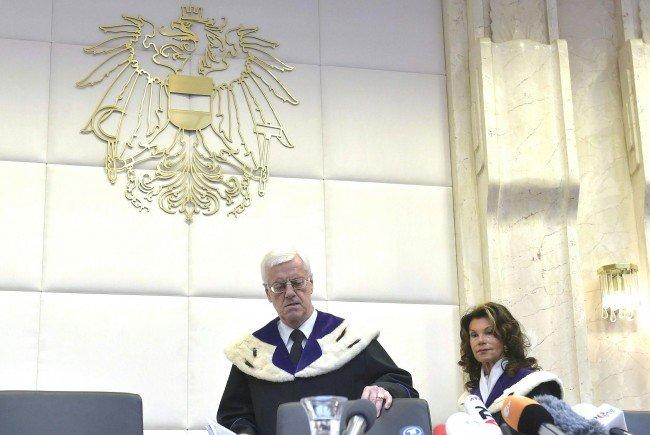 Bei der Verkündung der Entscheidung des VFGH zur BP-Wahl-Anfechtung der FPÖ