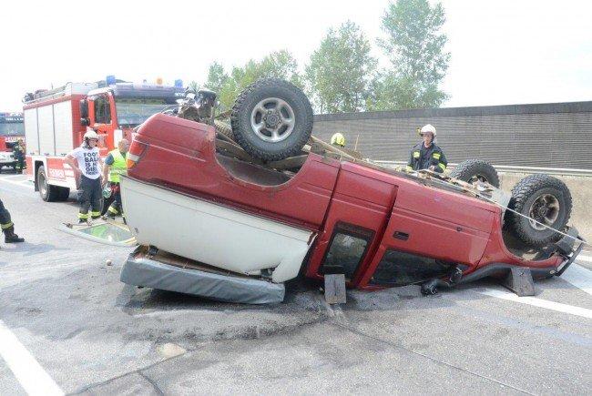 Ein Fahrzeugüberschlag sorgte am Montag für kilometerlangen Stau auf der A1.