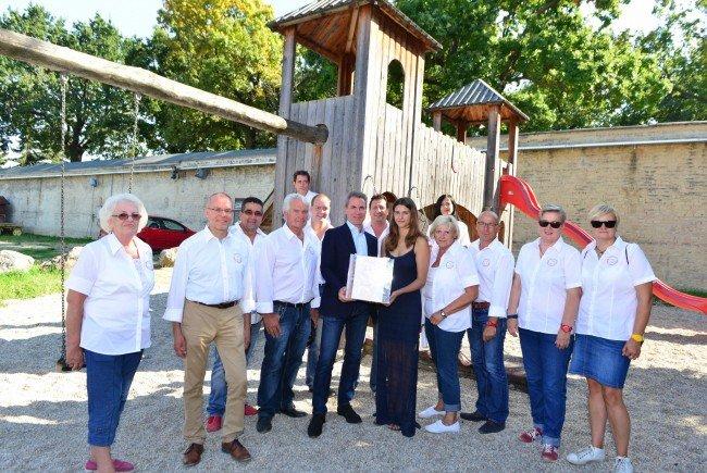 3.155 Euro wurden für die sanierung des Kinderspielplatzes gesammelt.