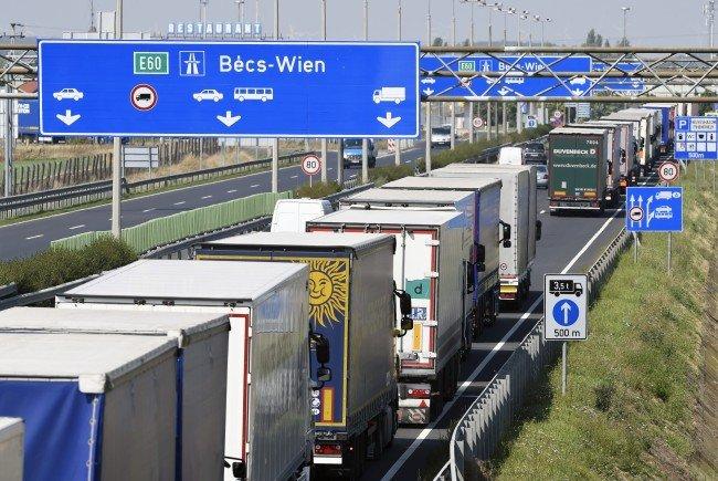 Lange Wartezeiten an den Grenzen zu Österreich.