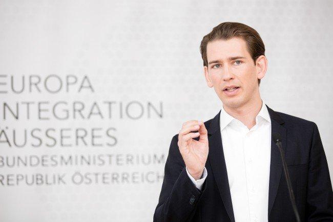 Integrationsminister Sebastian Kurz hat der SPÖ erste Entwürfe für eine Verschärfung der Fremdenpolitik übermittelt.