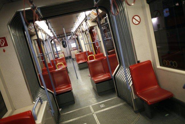"Die Gruppe ""Wiener Schmäh"" drehte Videos in der Wiener U-Bahn."