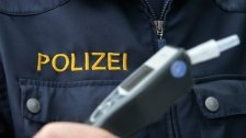 Betrunkener Pkw-Lenker attackiert Polizisten