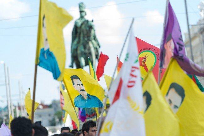 Eine Demonstation Kurdischer Gruppen zieht am Samstag durch die Wiener Innenstadt