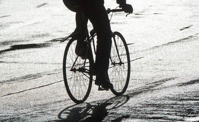 Ein Radfahrer kollidierte auf dem Wiedner Gürtel mit einer Autotüre und einem PKW