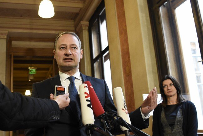 Klubobmann Schieder unterstützt den Vorstoß von Sebastian Kurz hinsichtlich eines Burka-Verbots