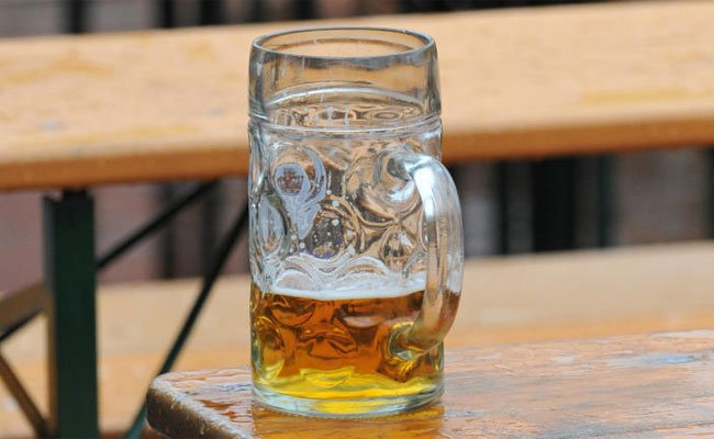 Bei dem Streit griff einer der Männer plötzlich zum Bierkrug.