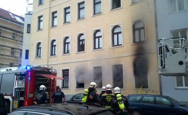 Warum es zu dem Zimmerbrand kam ist noch unklar.