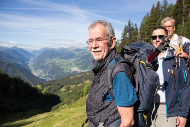 Bundespräsidentschaftskandidat Alexander Van der Bellen im Gebirge.