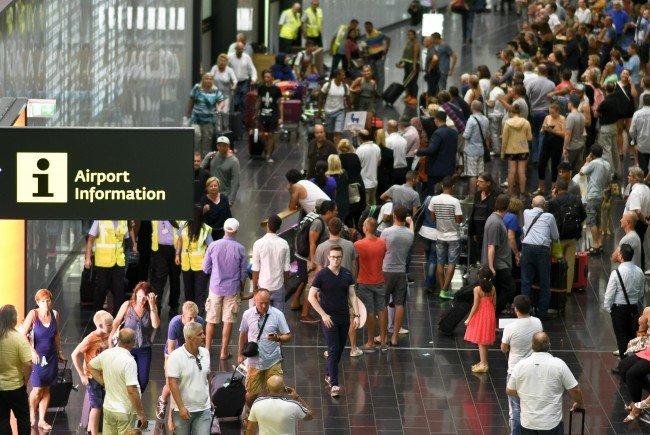 Wegen technischer Probleme sind am Flughafen Wien-Schwechat dutzende Flüge ausgefallen oder waren stark verspätet