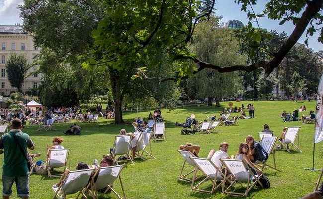 Sommer, Sonne, Eis im Burggarten.