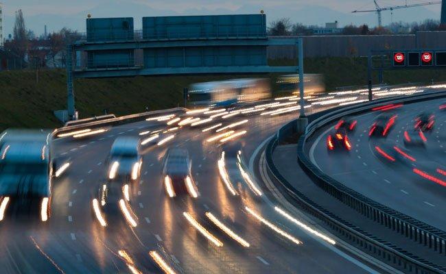 Bei der Kollision auf der A1 wurden elf Personen zum Teil schwer verletzt.