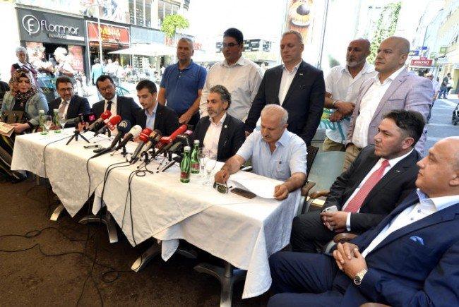 Die Österreichisch-Türkische Demokratieplattform während der Pressekonferenz.