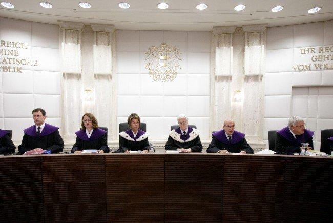 Der Verfassungsgerichtshof bei der Urteilsfindung.