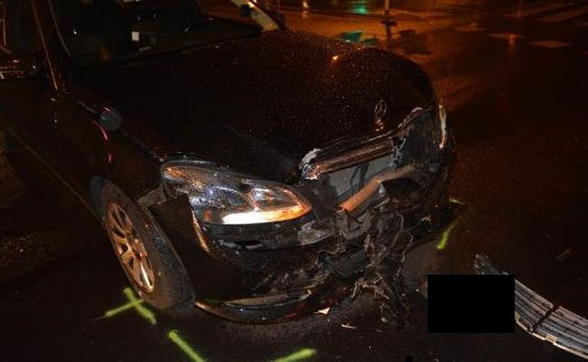 Ein Taxilenker fuhr nach der Kollision mit dem beschädigten Fahrzeug weiter.
