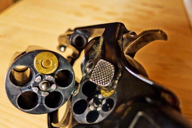 Der Jäger schoss sich mit seinem Gewehr selbst in den Arm.