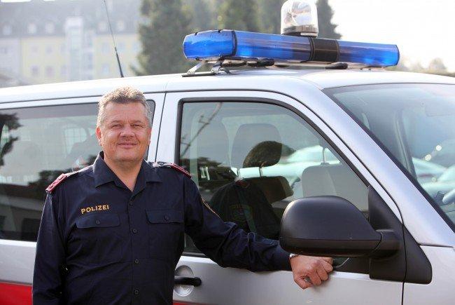 Der Polizist rettete die geschockte Unfalllenkerin auf der A1.