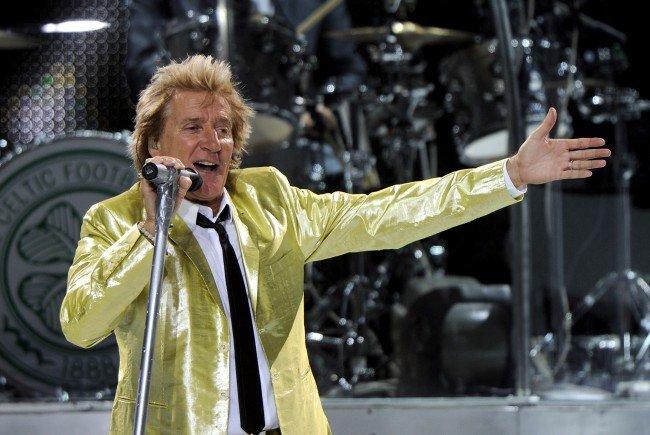 Rod Stewart während eines Konzerts in der Wiener Stadthalle.