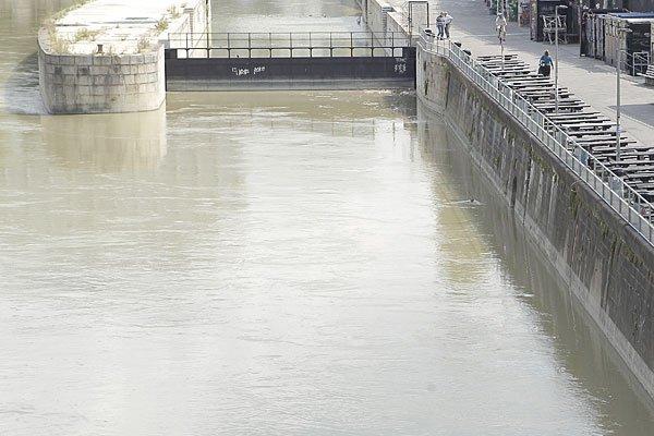 Die Frau wurde am Mittwoch tot im Wasser entdeckt.
