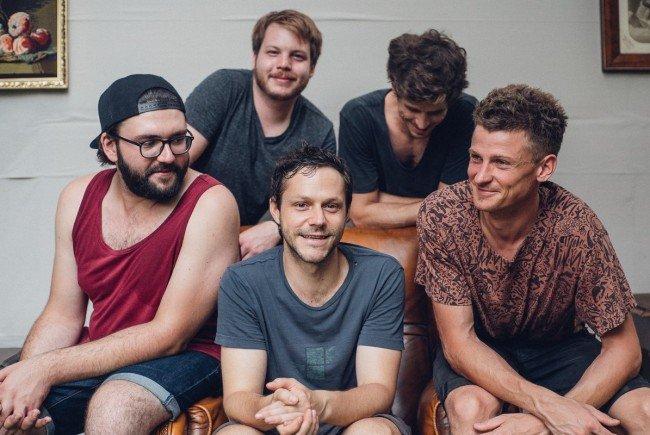 Granada präsentieren ihr Debütalbum - mit viel Charme und Humor.