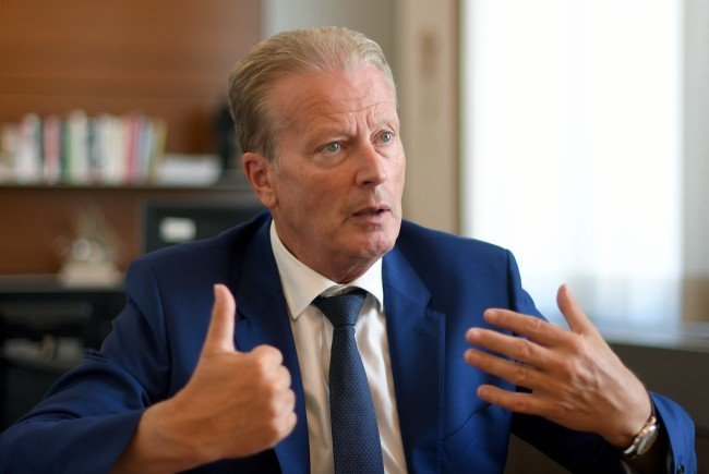 ÖVP-Chef Mitterlehner bekräftigt mehrere Themen der Volkspartei, etwa zur Mindestsicherung