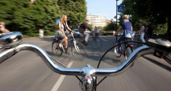 Ein Radfahrer kam in der Innenstadt zu Fall