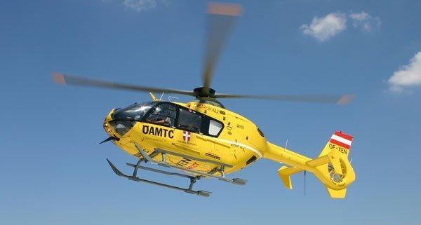 """Der schwer verletzte Arbeiter wurde mit den """"Christopherus 9"""" ins Krankenhaus geflogen."""