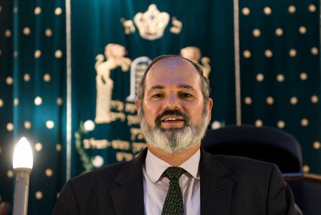 Der Wiener Oberrabbiner Arie Folger in der Synagoge im Wiener Stadttempel