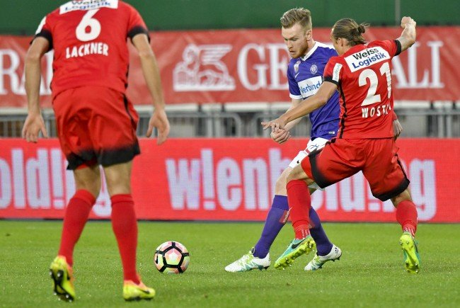 Kevin Friesenbichler (M/Austria) gegen Markus Wostry (R/Admira) beim Spiel