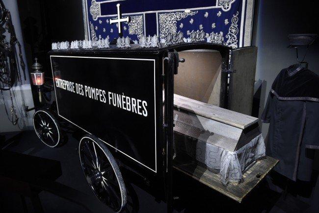 Ein historischer Leichenwagen im Bestattungsmuseum am Wiener Zentralfriedhof