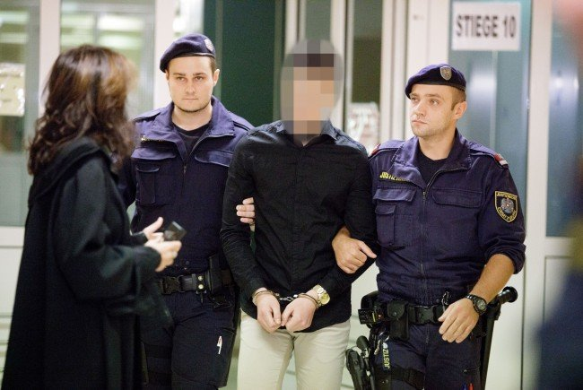 Der Angeklagte soll eine Witwe in ihrer Wohnung in Favoriten getötet haben