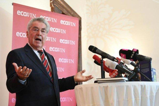 Alt-Bundespräsident Heinz Fischer wählt Van der Bellen.