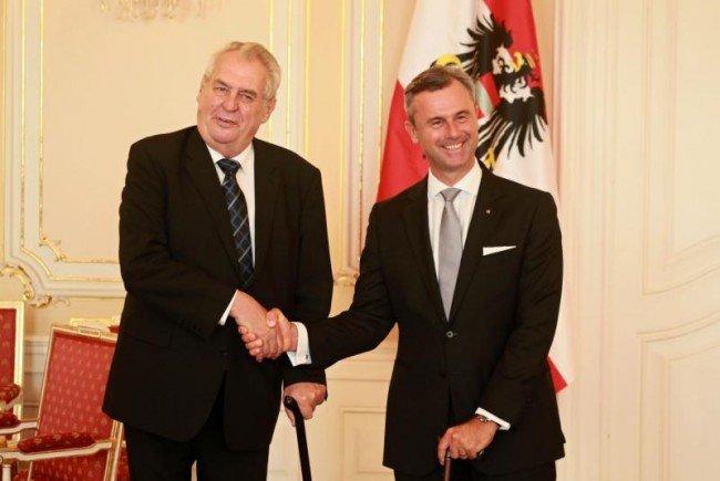 Milos Zeman und Norbert Hofer bei ihrem Treffen.