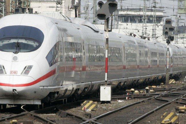 Ein ICE-Zug ist in einem Tunnel bei Tullnerfeld stecken geblieben.